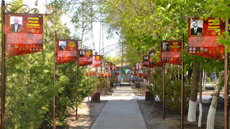 Школу на Бабаевского украсила Аллея Славы