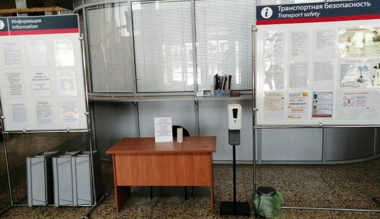 Железнодорожные вокзалы Астрахани и Верхнего Баскунчака оснащены санитайзерами