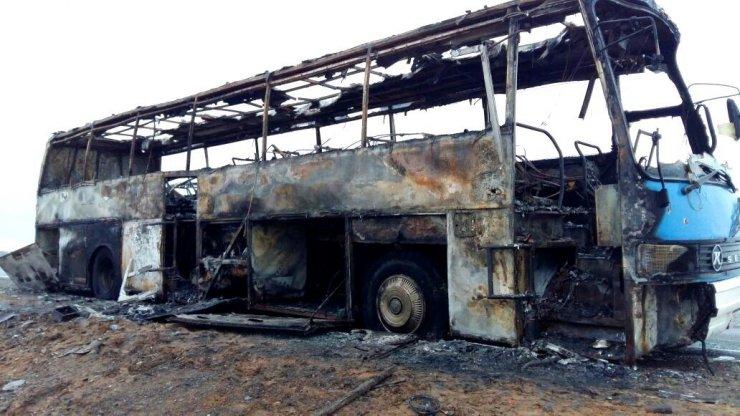 В сеть выложили видео сгоревшего под Астраханью автобуса