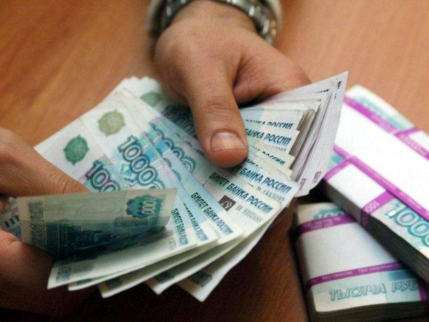Астраханскую директрису судят за невыплату зарплаты подчинённой