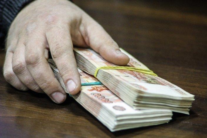 Астраханец пытался «соблазнить» пристава полумиллионом рублей