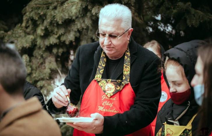 Константин Маркелов пожарил астраханским студентам блины