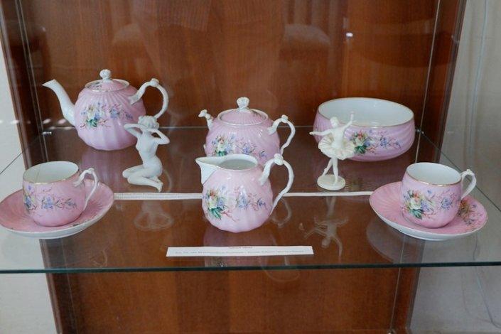 Музей культуры Астрахани представил коллекцию фарфора