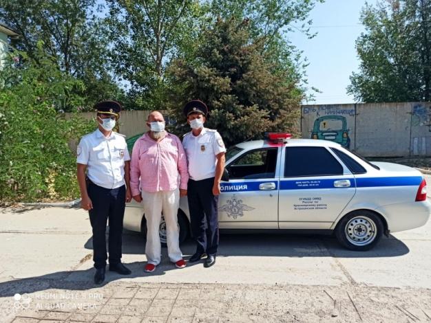 Сотрудники астраханской Госавтоинспекции спасли человека