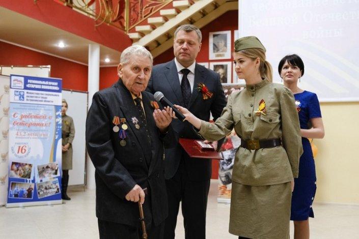 Астраханский губернатор вручил ветеранам юбилейные медали к 75-летию Победы