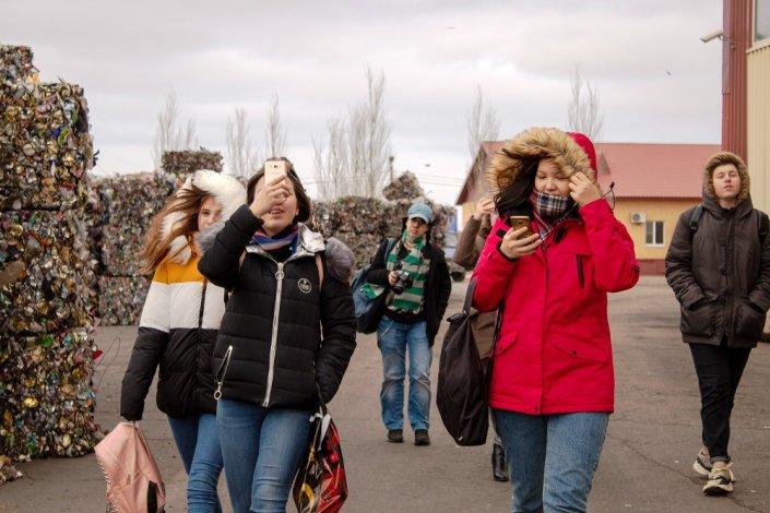 Студенты сделали важные выводы, посетив астраханский мусоросортировочный комплекс