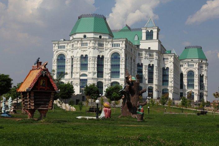 Астраханцы вновь смогут посещать парк «Театральный»