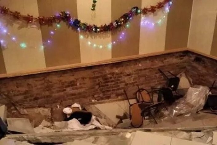 При обрушения пола в астраханском кафе пострадали люди