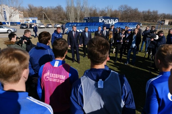 Астраханский губернатор встретился с футболистами «Волгаря»
