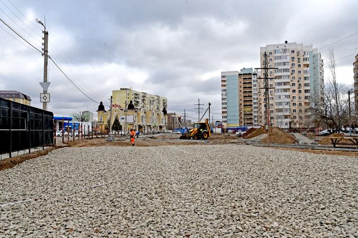В Астрахани строят новый сквер и ремонтируют аллею
