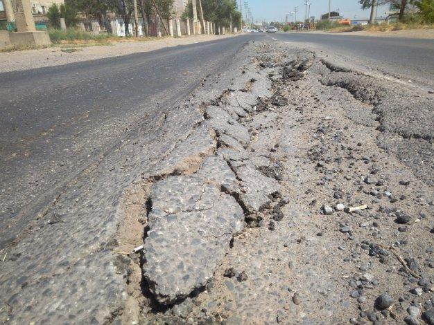 В Астрахани ведется ремонт дороги по Фунтовскому шоссе