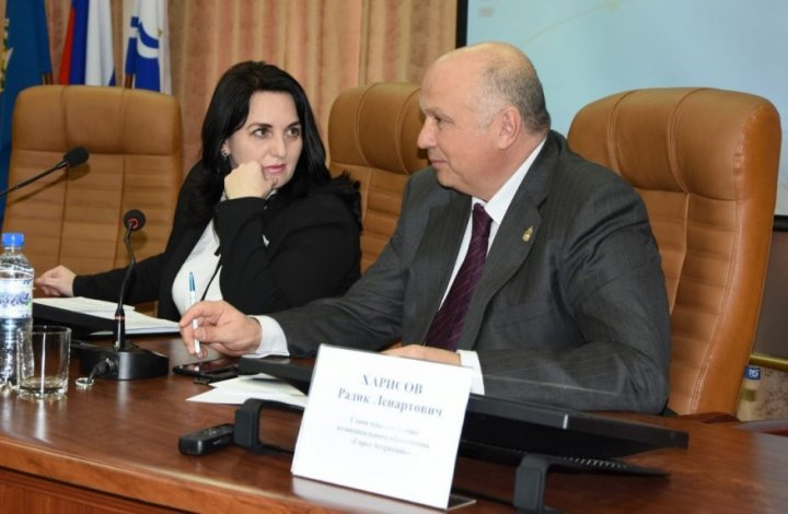Уже вторник, а Радик Харисов по-прежнему работает главой администрации Астрахани