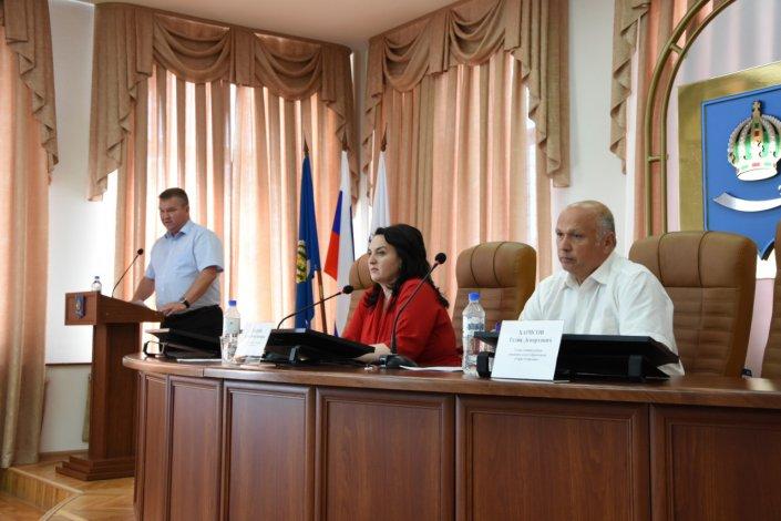 Депутаты провели «Парламентский час» с представителями городской администрации