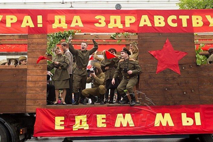 Астраханцев в День Победы порадуют концертные бригады на грузовиках