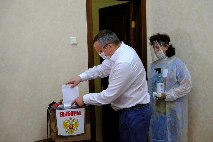 Председатель областной думы проголосовал по поправкам в Конституцию