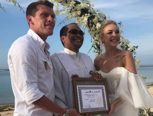 Бывший футболист астраханского «Волгаря» сыграл свадьбу на Бали