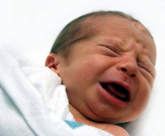 Пьяная астраханка истязала свою 4-месячную дочь