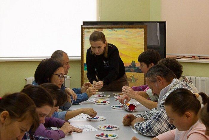 Участники регионального проекта «Люблю жить!» освоили новую технику живописи