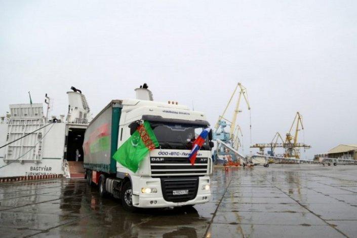 Астраханский порт Оля принял гуманитарный груз из Туркменистана