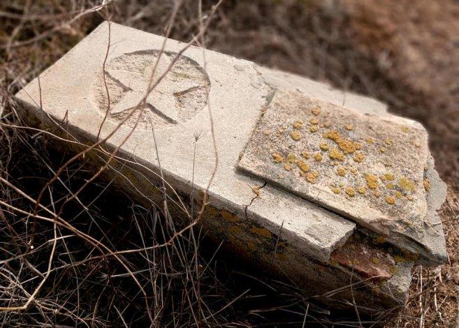 Заброшенное кладбище под Астраханью приведут в порядок