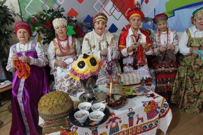 Для астраханских пенсионеров ансамбль «Завалинка» презентовал новую фольклорную программу