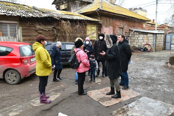 Власти Астрахани проводят разъяснительные встречи с жителями аварийных домов