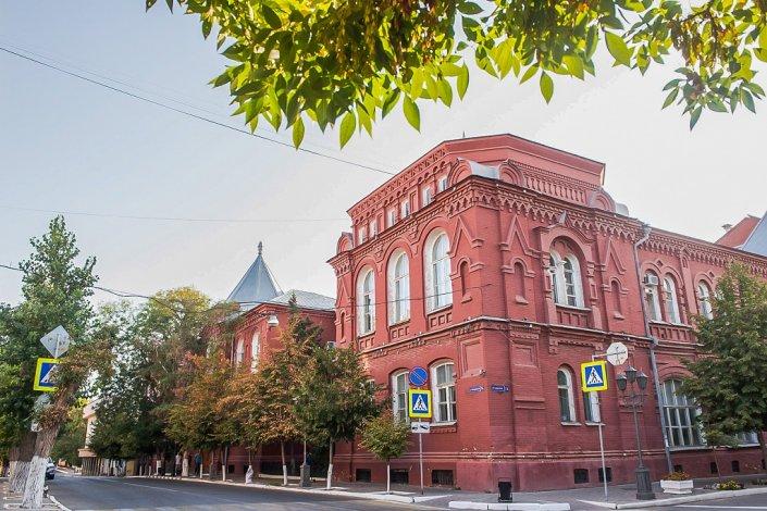 Игорь Бабушкин подготовил депутатам доклад о работе астраханского правительства