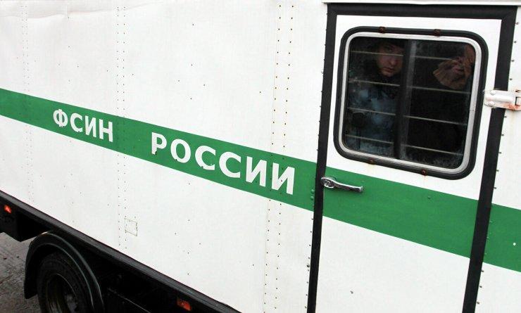 Астраханские зеки ездят по городу с комфортом