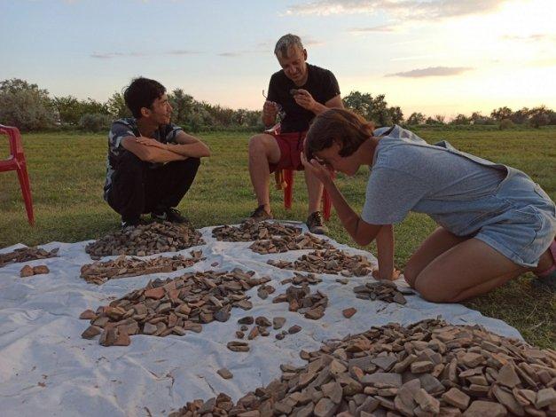 Раскопки под Астраханью вызвали интерес у известных археологов