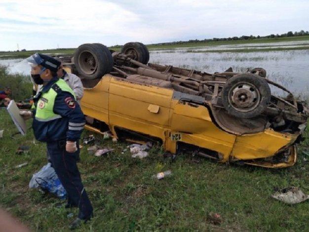 Под Астраханью перевернулась маршрутка: пострадали пассажиры