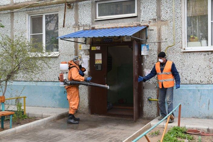 В Астрахани дезинфицируются подъезды