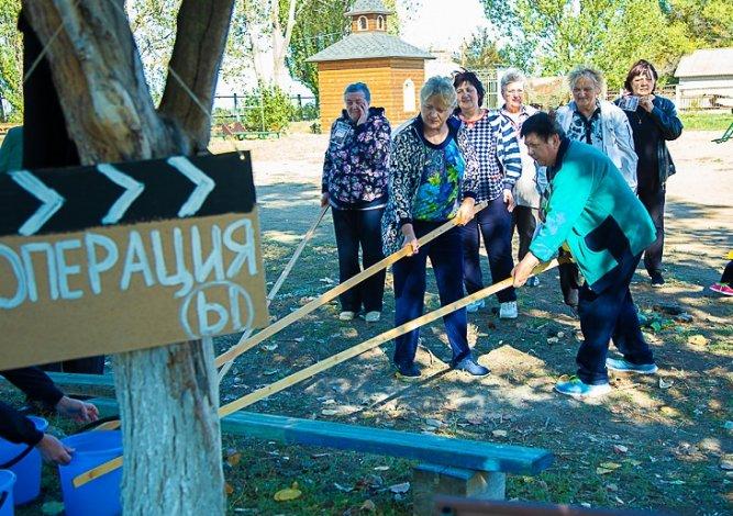 Астраханские пенсионеры отправились в кинопутешествие за хорошим настроением
