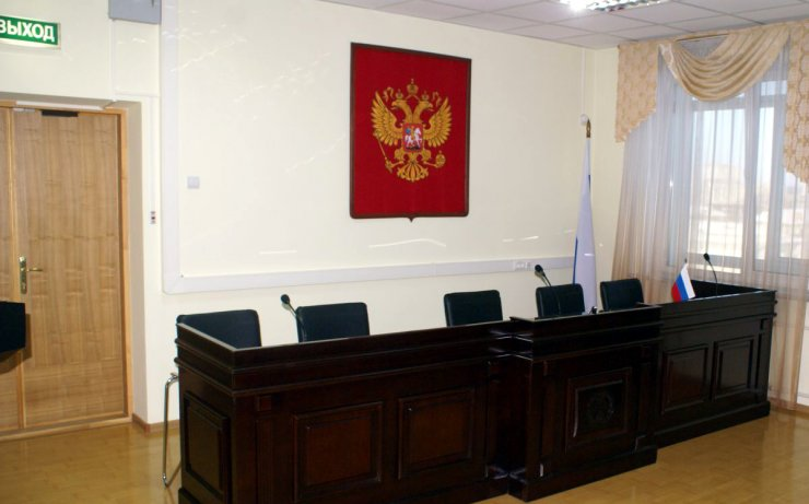 Астраханского чиновника судят за превышение должностных полномочий