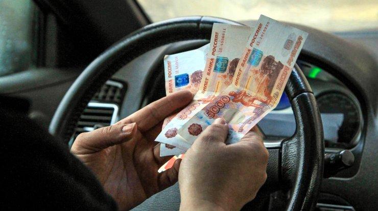 Астраханский таксист раскрыл свои заработки
