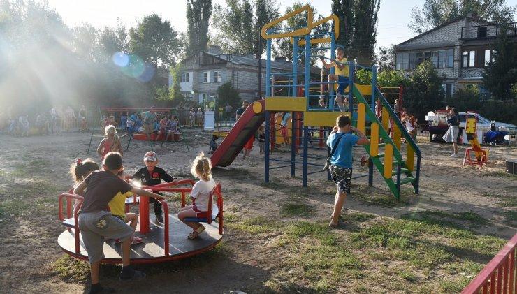В Астрахани появились 22 новые детские площадки