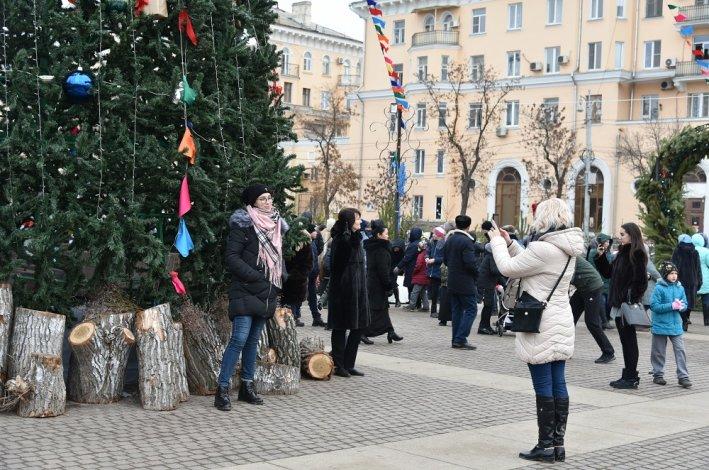 Главная ёлка Астрахани зажжёт огни в воскресенье