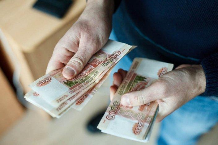 Астраханская директриса месяцами не платила зарплату десяткам подчинённых