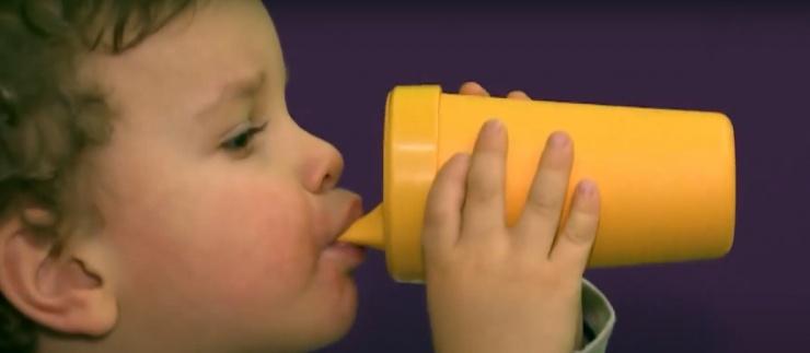 Астраханских дошколят кормили просроченной «молочкой»