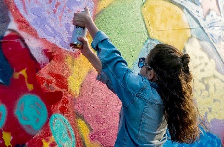 Астраханские школьники обучаются стрит-арту