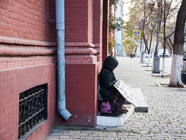 Нужда или спекуляция? О чем пикет у красного здания в Астрахани