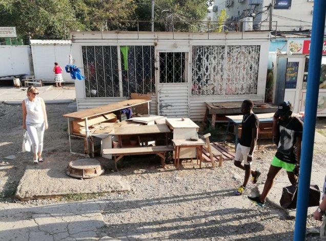 Рынок «Юбилейный» в Астрахани поражает бардаком и антисанитарией