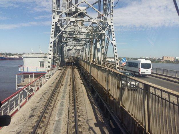 Старый мост в Астрахани снова разведут