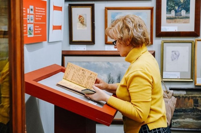 В Астраханской картинной галерее открылась выставка «Коллекция образов»