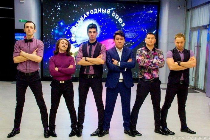 Life.ru: Команду КВН Камызяка прославила пророческая песня о мэре. Он такой, как в песне
