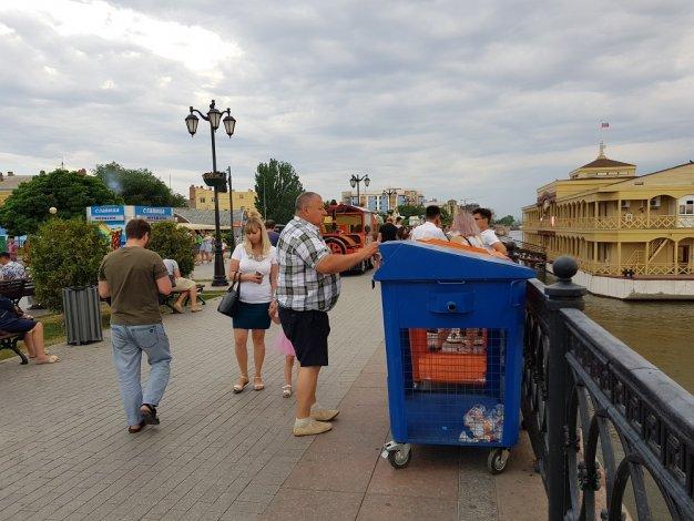 Жители Астрахани экологически правильно отметили Всероссийский День молодёжи
