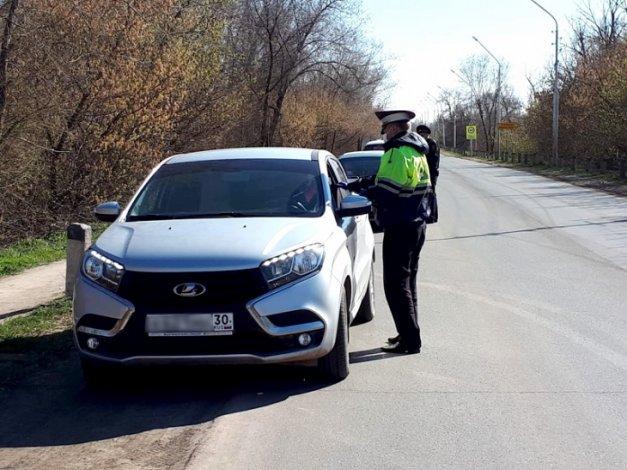 Полицейские проводят в Астрахани карантинные рейды