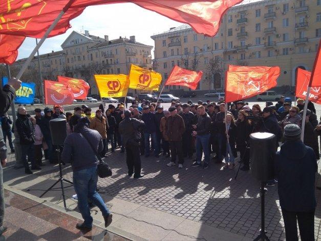 Астраханцы митинговали в защиту своих гаражей
