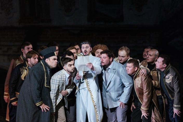 Сегодня вечером в Астраханский театр оперы и балета прибудет «Ревизор»