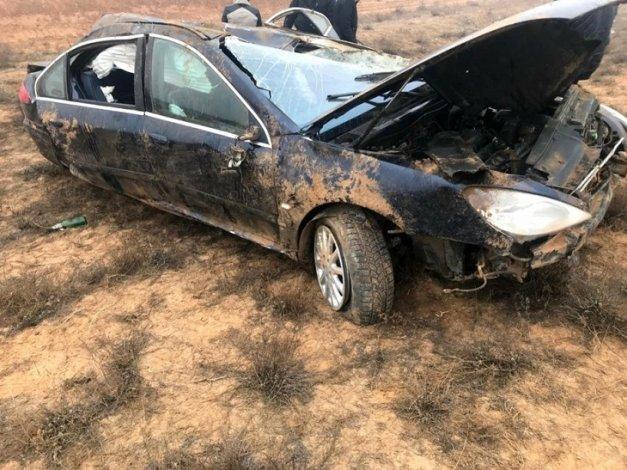 В Астраханской области перевернулись два автомобиля