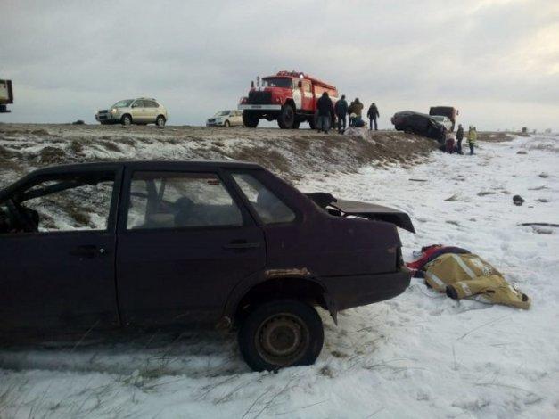 Под Астраханью случилось крупное ДТП: три человека в реанимации